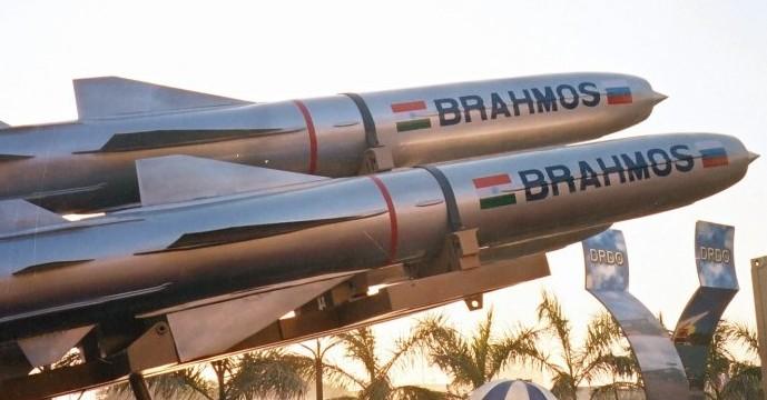 Image result for brahmos missile [object object] लद्दाख से अरुणाचल तक चीन सीमा पर भारत ने उतारे ज्यादा सैनिक, ब्रह्मोस और होवित्जर भी किए तैनात BRAHMOS cruise missile